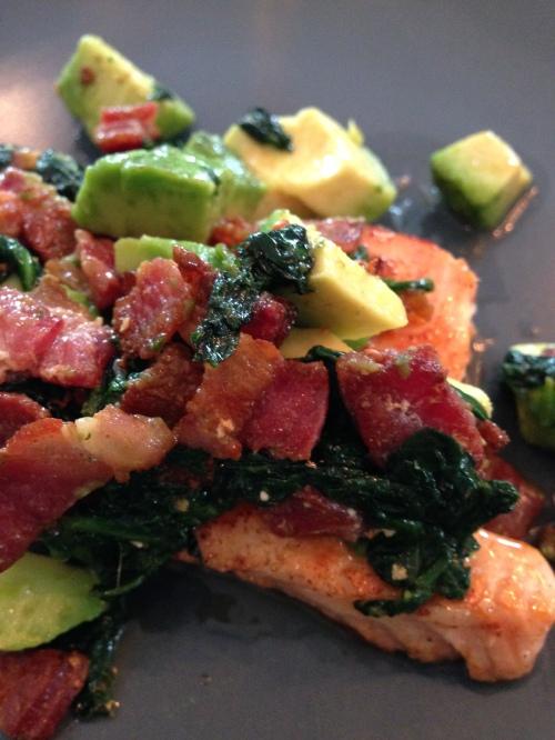 Lax med bacon och avokado